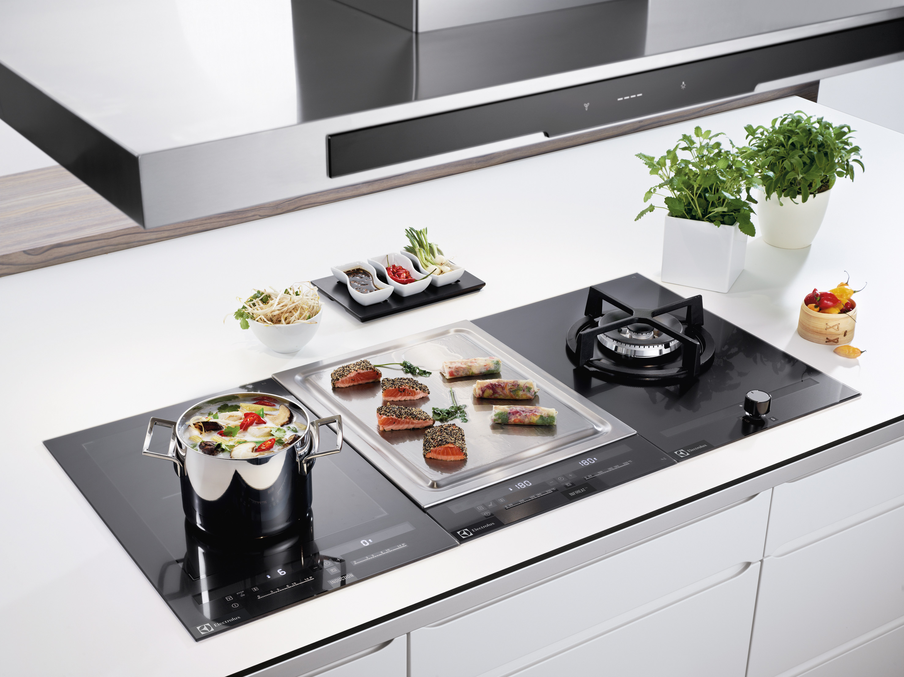 electrolux eqt4520bog teppanyaki grillmodul asiatisch kochen mit stil. Black Bedroom Furniture Sets. Home Design Ideas