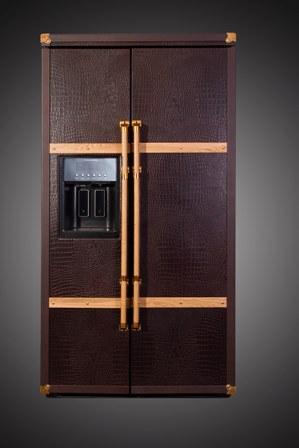Kühlschrank von KitchenAid in Leder und Gold. (Bild: Kühlmanufaktur)