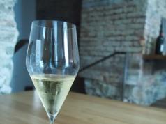 Bügeln mit Champagner (Bild: A. Dietzler)