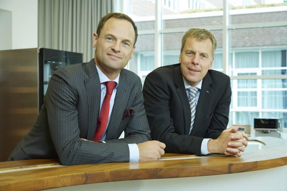 Als neuer Geschäftsführer für Marketing und Vertrieb der Miele Gruppe hat Dr. Axel Kniehl (l.) die Nachfolge von Dr. Heiner Olbrich (r.) angetreten.