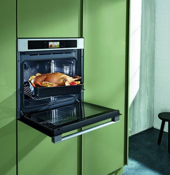 Highlight bei Panasonic war ein 3-in-1-Ofen, der Backofen, Mikrowelle und einen vollwertigen Dampfgarer kombiniert.