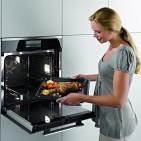 Energiesparen leicht gemacht: Öffnen Sie die Backofentür nur, wenn es erforderlich ist.
