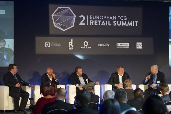 Diskutierten lebhaft (v.li.): Moderator Declan Curry, Frédéric Verwaerde (Senior Executive Vice President Continents, Groupe SEB), Hans Carpels (President Euronics International), Frank Bussalb (Vice President Procurement, Media Saturn Holding)und Roberto Larocca (Global Customer& Channel Mgmt. Director, Vodafone).