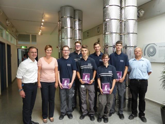 Los geht's: Sechs Schulabgänger haben ihre Ausbildung bei der BSH in Nauen begonnen.