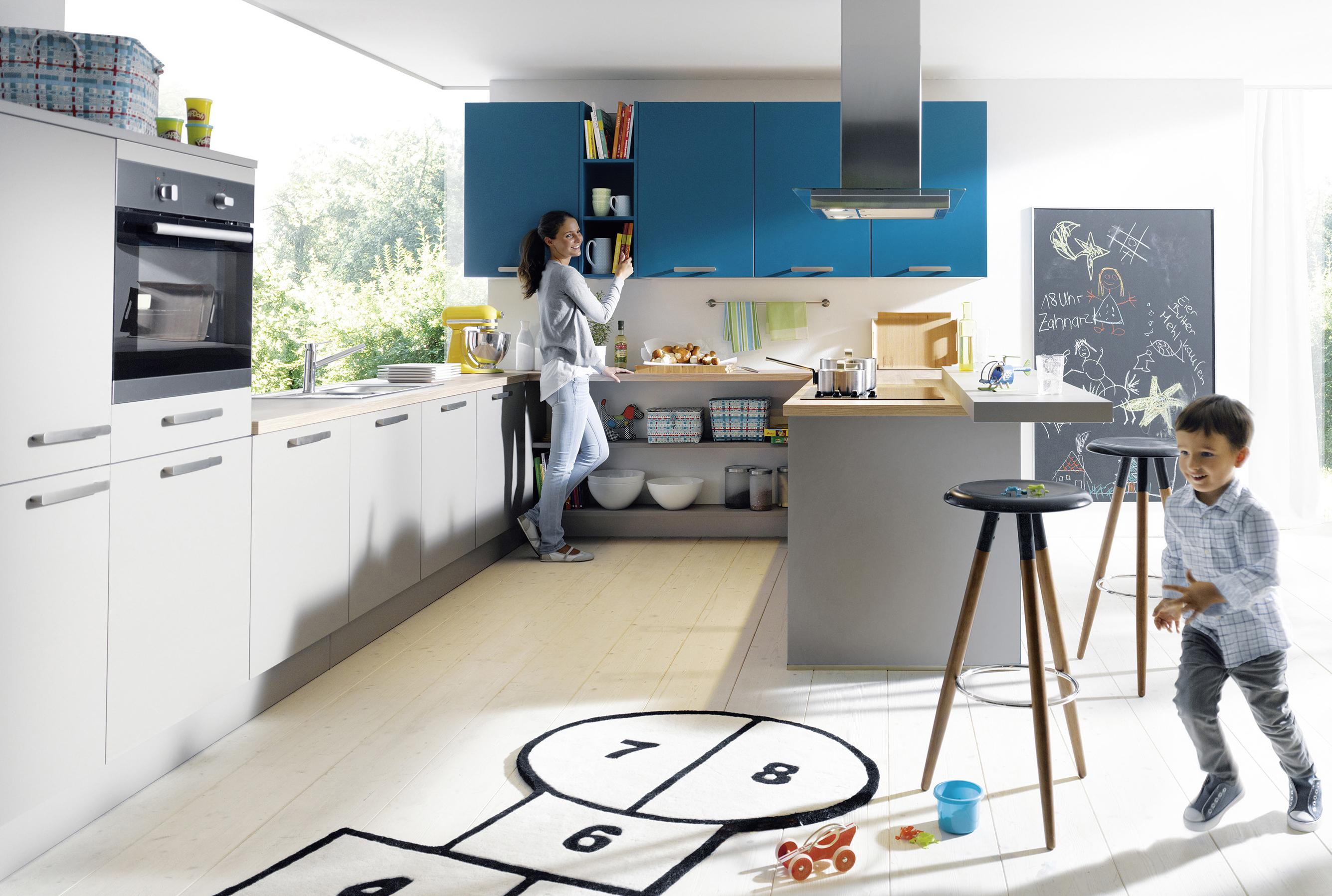Farbgestaltung In Der Küche: Grautöne In Kombination Mit Einem Weiteren  Farbton Sorgen Für Ein Verspieltes