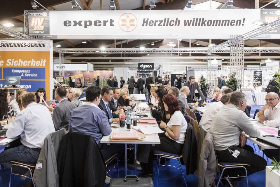 Über 1.000 Teilnehmer nutzten die expert Hauptversammlung als wichtige Informationsplattform.