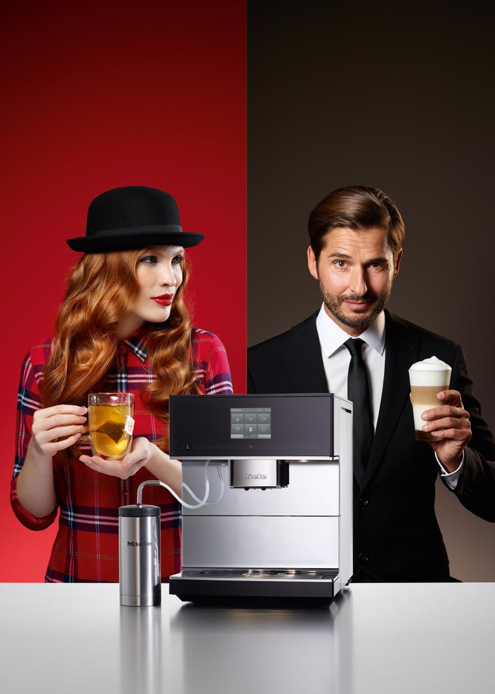 Der neue Stanmd-Kaffeevollautomat von Miele bereitet bis zu 16 Kaffeespezialitäten zu – und kann auch Tee.