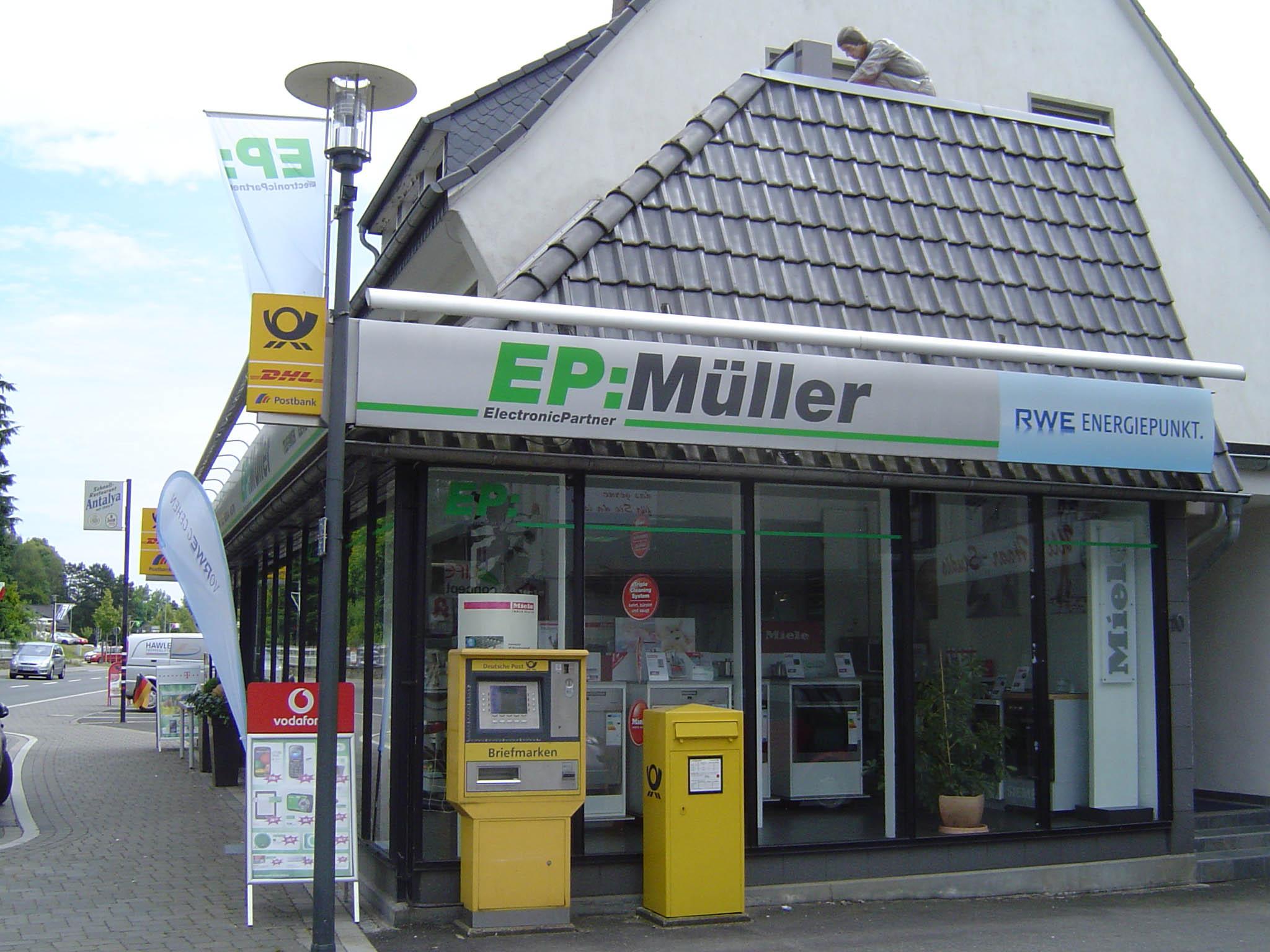 Einer für fast alles: EP: Müller ist auch Post-Agentur und Vodafone-Shop, RWE-Berater und Wertgarantie-Vermittler.