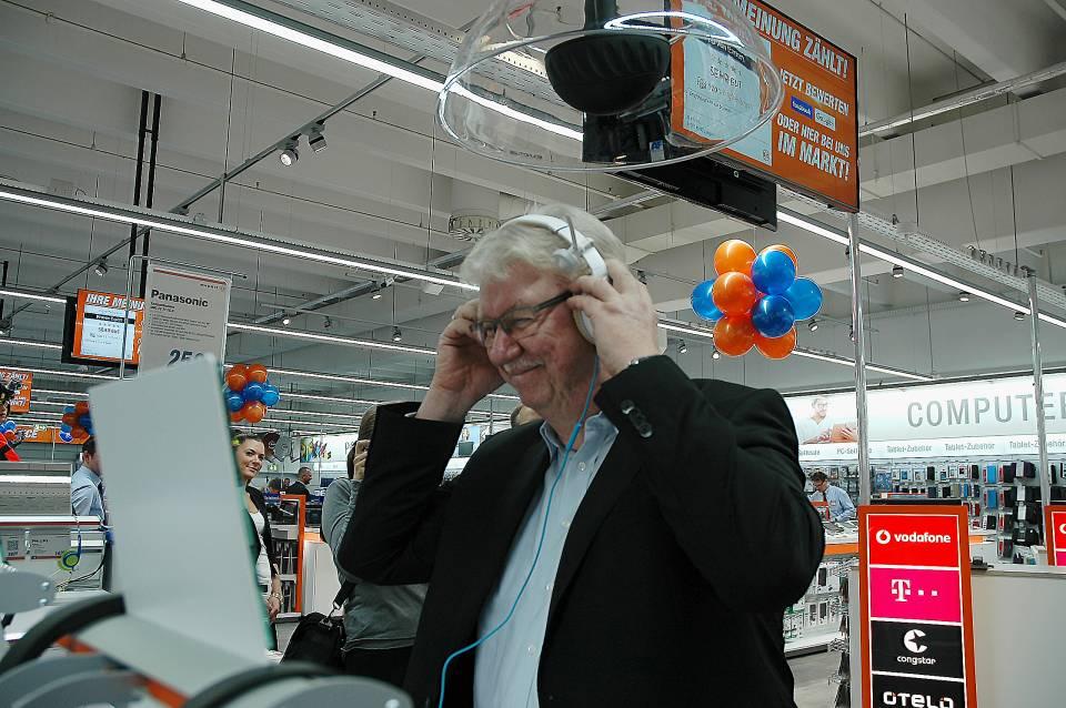 Unter der Sounddusche fällt die Auswahl des passenden Kopfhörers leicht. Expert-Vorstand Volker Müller will es wissen.