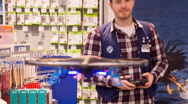 Kopf einziehen! Auch Quadrocopter ziehen im Erlebnishandel Johann+Wittmer ihre Kreise.
