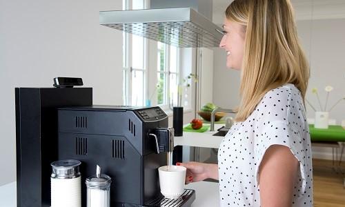 Auf Basis der Intel RealSense und Amazon Echo entsteht ein neues Bedienkonzept für eine besonders intuitive Steuerung im digitalSTROM-Smart Home.