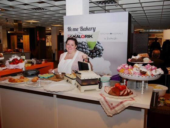 Wer kann schon diesen süßen Leckereien widerstehen, die Veronica Nissl, prämierte Münchner Konditorin, auf der EK LIVE mit dem Home Bakery von Kalorik zauberte?