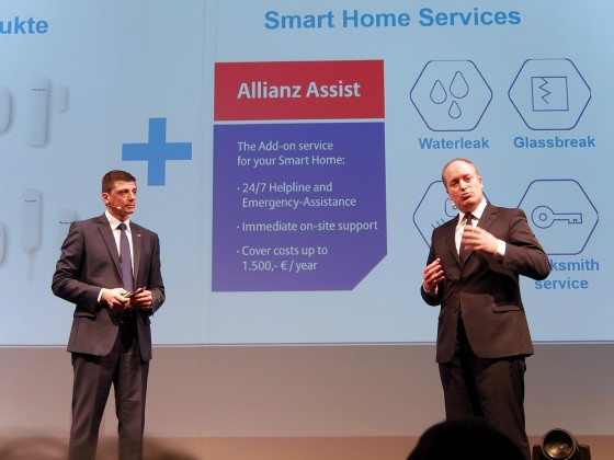 "Dienstleistungen rund um ""Smart Home"" - beispielsweise ein 24/7 Notfallservice - erläutern Christian Sokcevic (li.) und Dr. Claudius Leibfritz, CEO Allianz Global Assistance."