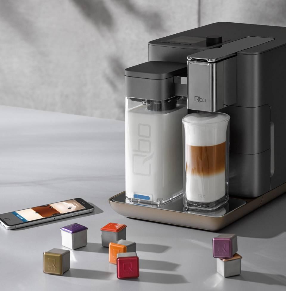 """Kantig, smart und connected: Mit """"Qbo"""" will Tchibo den boomenden Kapselmarkt im Premium-Segment aufmischen."""