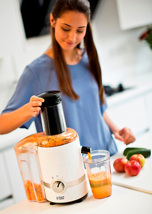 Russell Hobbs 3 in 1 Ultimativer Entsafter ist Entsafter, Zitruspresse und Smoothie Maker.