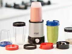 Russell Hobbs Mixer Nutri Boost mit 5 Kunststoffbehältern.