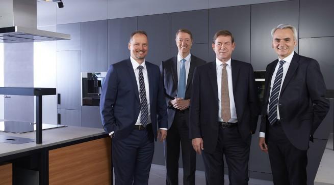Stellten sich vergangenen Dienstag anlässlich des Bilanzpressegesprächs in München den Fotografen (v.l.): Dr. Michael Schöllhorn, Johannes Närger, Dr. Karsten Ottenberg und Matthias Ginthum.