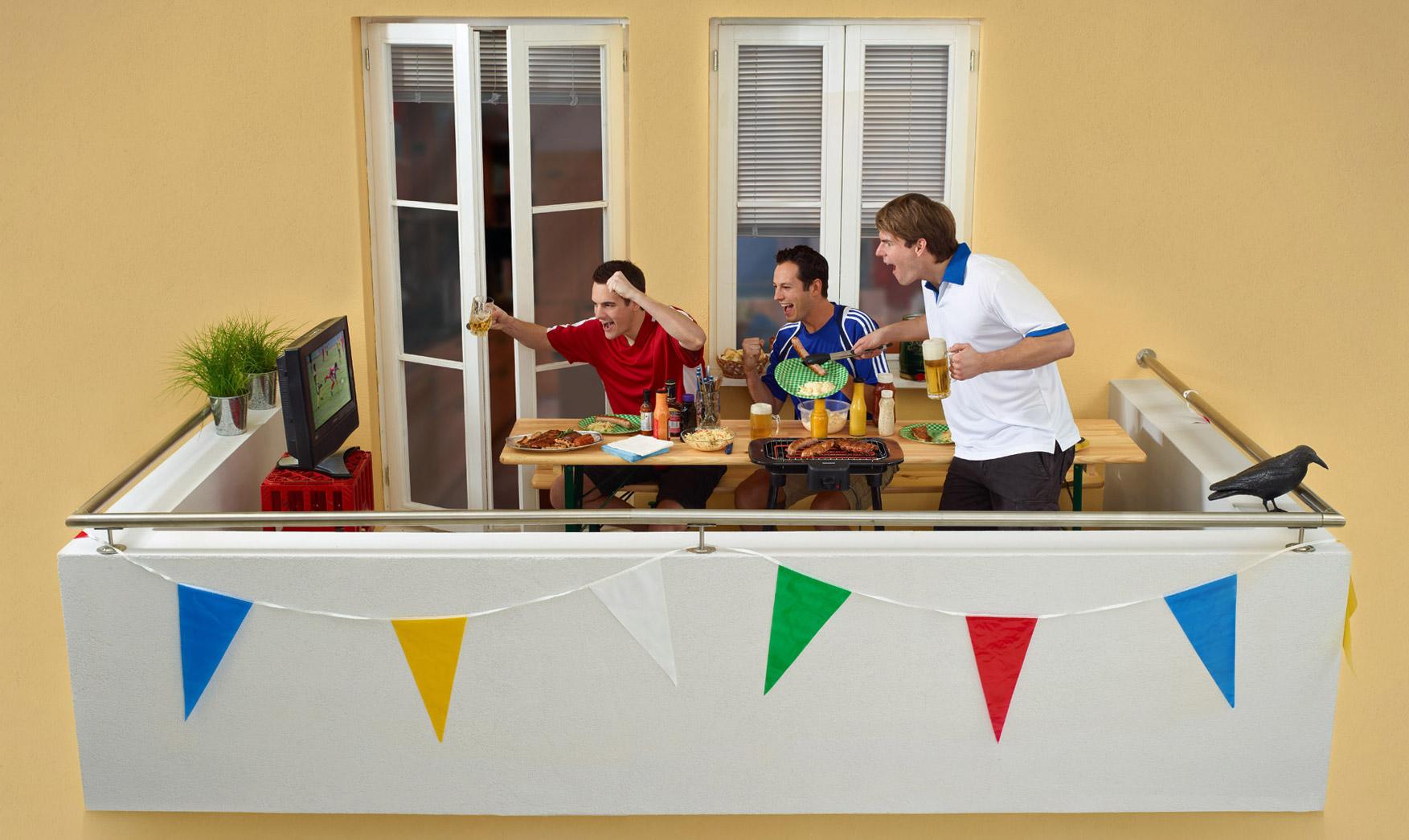 Mit Elektrogrill Auf Dem Balkon Grillen : Frühlingssonne und lecker grillen u2013 wen interessiert da schon fussball!