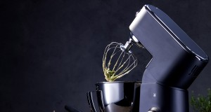 """Technisch auf höchstem Niveau und äußerst dekorativ: Die Küchenmaschine WMF Profi Plus in der """"Beef! Special Edition""""."""