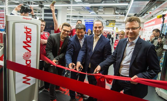 """Große Eröffnung für einen 800qm """"kleinen"""" MediaMarkt im Berliner Hauptbahnhof."""