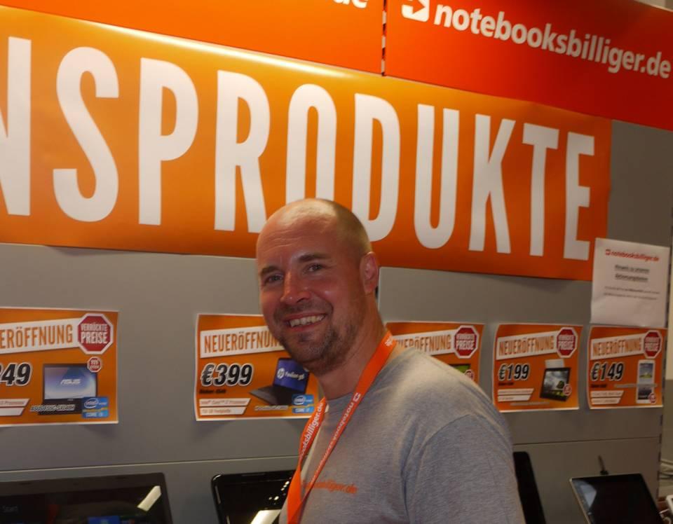 Vorstandsvorsitzender und Firmengründer von notebooksbilliger.de ist Arnd von Wedemeyer.