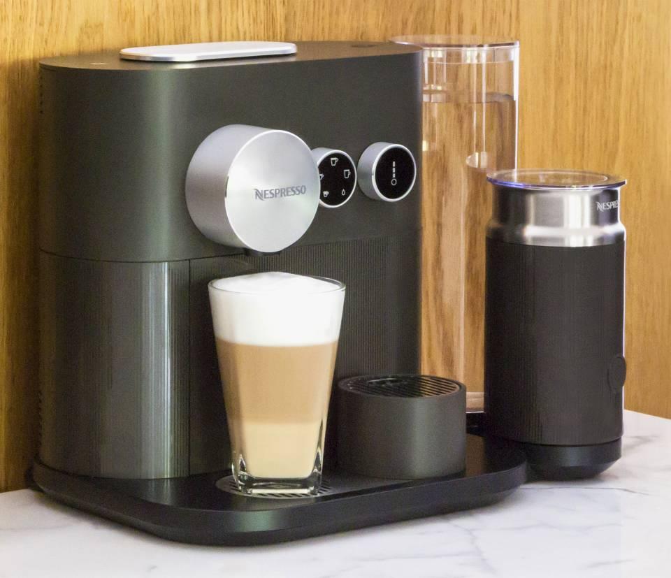 Nespresso Kaffeemaschine Expert mit und ohne Milchaufschäumer erhältlich.