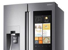 Samsung Kühl-/Gefrierkombination Family Hub T9000 mit Full HD LCD-Touchscreen.