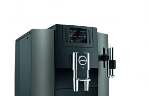 Der JURA Kaffeevollautomat E8 Dark Inox