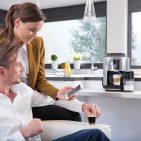 Per App zum individuellen Kaffeegenuss: Vernetzte Kaffee-Vollautomaten erobern den Haushalt. (Foto: Krups)