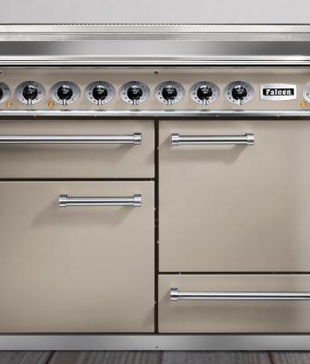 Falcon Herd Classic Deluxe 1092 ist ein semi-professioneller Range Cooker.