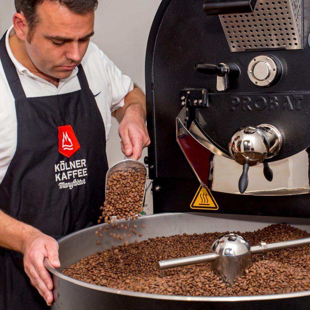Georg Hempsch ist für die schonende Röstung der Kaffee-Varietäten verantwortlich.