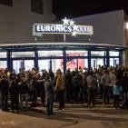 Großer Andrang im Morgengrauen: Die Eröffnung von Euronics XXL in Neu Ulm ließ viele zu Frühaufstehern werden.