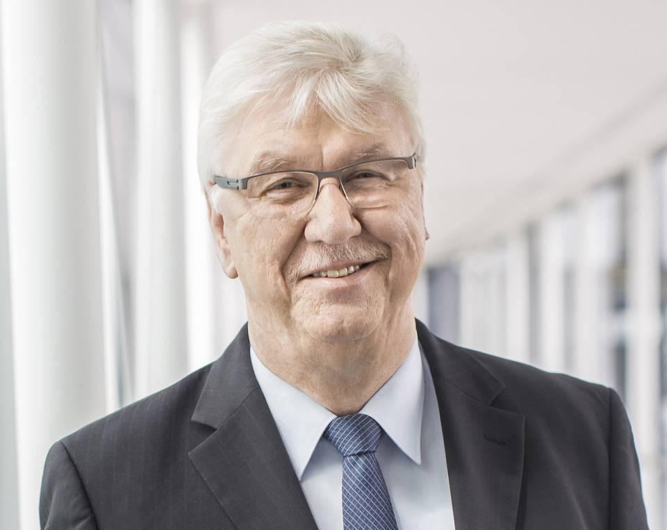 expert Vorstandsvorsitzender Volker Müller freut sich über das Gesellschafterwachstum.