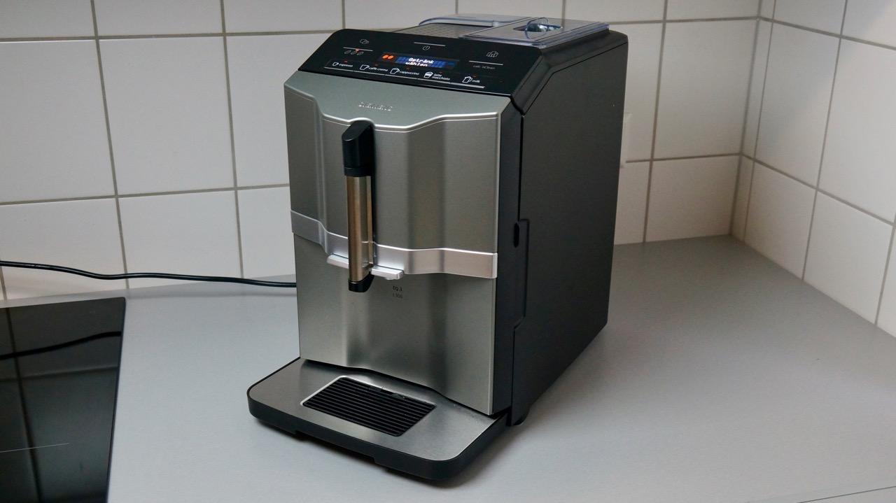 siemens eq 3 kaffeevollautomat im test 2 kaffee auf knopfdruck. Black Bedroom Furniture Sets. Home Design Ideas