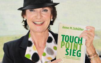 Anne M. Schüller mit Buch Touch Point Sieg