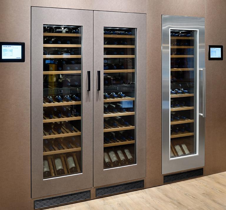 Ein Statement: Liebherr-Weinschränke für die 178er Nische.