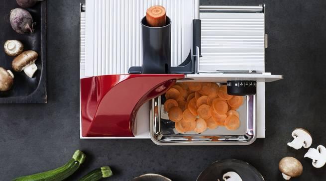 Vorteil für die Allesschneider von Graef: Je dünner man Fleisch und Gemüse schneidet, desto mehr Aromen entfaltet sich.