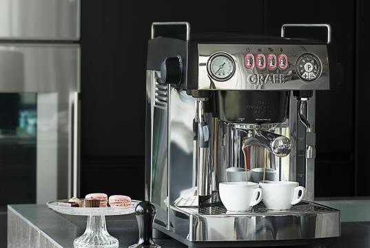 Graef Espressomaschine Baronessa ES 902 mit Pre-Infusion-Technologie.