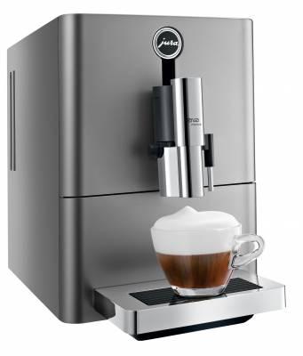 Jura Kaffeevollautomat ENA Micro 90 Dark Inox mit anthrazitfarbener Top- und Frontpartie.