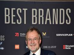 """Best Brands Award 2017: Udo van Bergen freut sich über die Auszeichnung von Tefal in der Kategorie """"Beste Wachstumsmarke""""."""