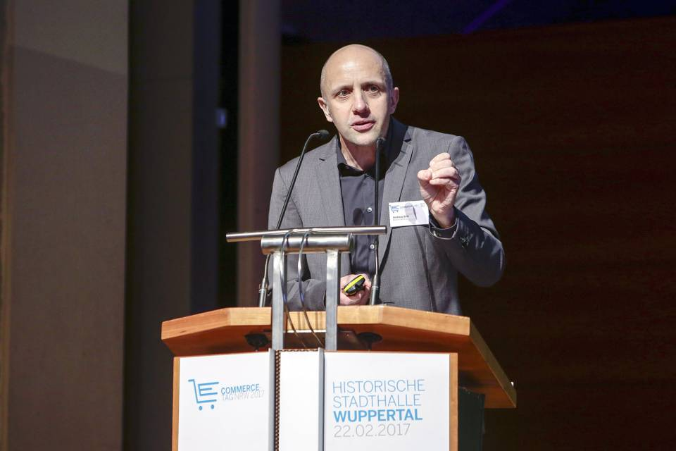 """Fast alle verfolgen 08/15-Strategien, die in die Katastrophe führen"", Dr. Andreas Brill."