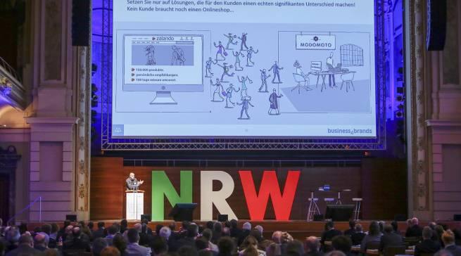 """""""Kein Kunde braucht noch einen Onlineshop"""", Dr. Andreas Brill bei seinem Vortrag auf dem eCommerce-Tag NRW in Wuppertal."""