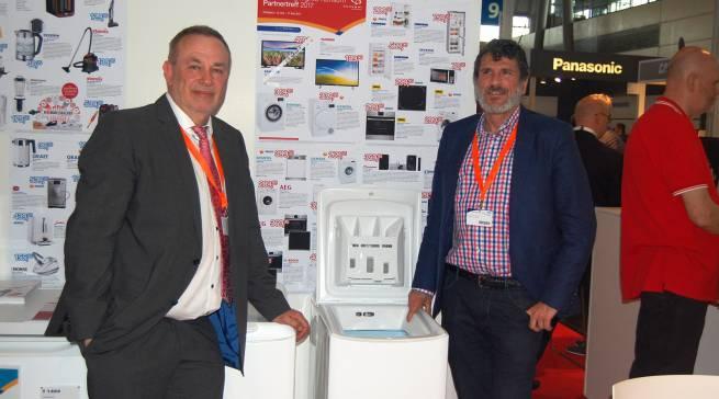 Setzten die ersten Akzente beim Neustart der Marke Brandt auf deutschem Boden: Karlheinz Arend (li.) und Jérôme Kirszenberg, Area Sales Manager Western Europe für die Marke Brandt.