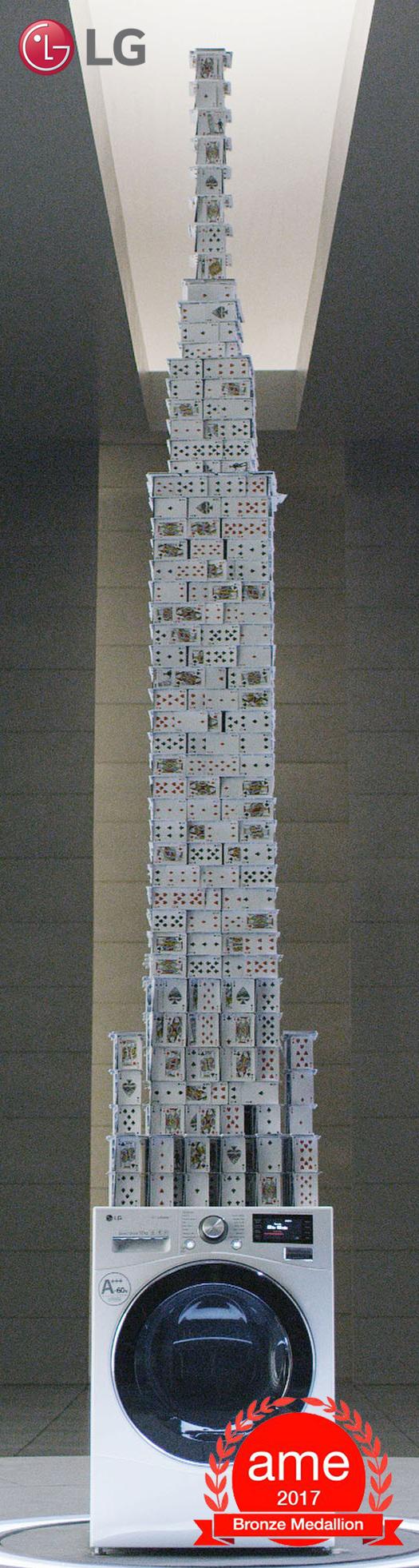 """Spektakulär: Das """"House of Cards"""" auf einer LG Centum System Waschmaschine."""