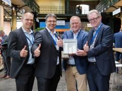 """Grund zur Freude: Der """"Retailer Award 2017"""" geht an die MediaMarktSaturn Retail Group."""