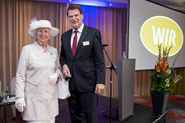 Als Abschiedsgeschenk und besondere Überraschung für Manfred Handke wurde ihm ein langjähriger Wunsch erfüllt: der Besuch der englischen Königin.
