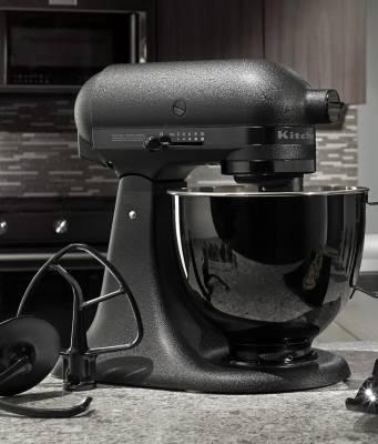 KitchenAid Küchenmaschine Artisan Black Tie als limitierte Sonderauflage.