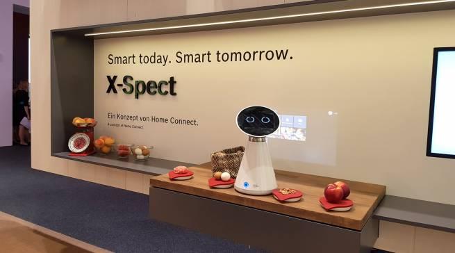 Mit dem Küchenassistenten Mykie oder dem smarten X-Spect Scanner für Textilien und Lebensmittel zeigt Bosch die digitale Zukunft zum Anfassen.