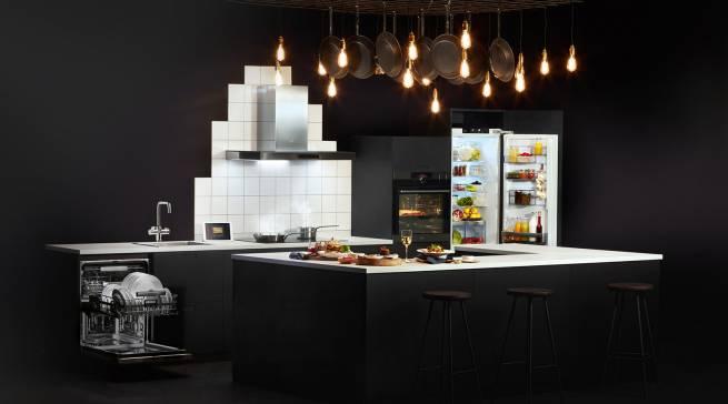 Erstmalig vorgestellt wird auf der diesjährigen Küchenmeile im Kitchen Center Löhne die die AEG Mastery Küche.