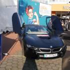 Eyecatcher am Eingang des Messezentrums: diesen Sportwagen von BMW konnten die Händler gewinnen - allerdings nur für einen Tag.